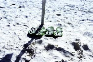 Bild zum Artikel: Sandalen im Sand
