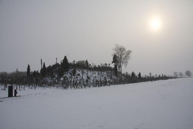 Berg der Kreuze im Schnee